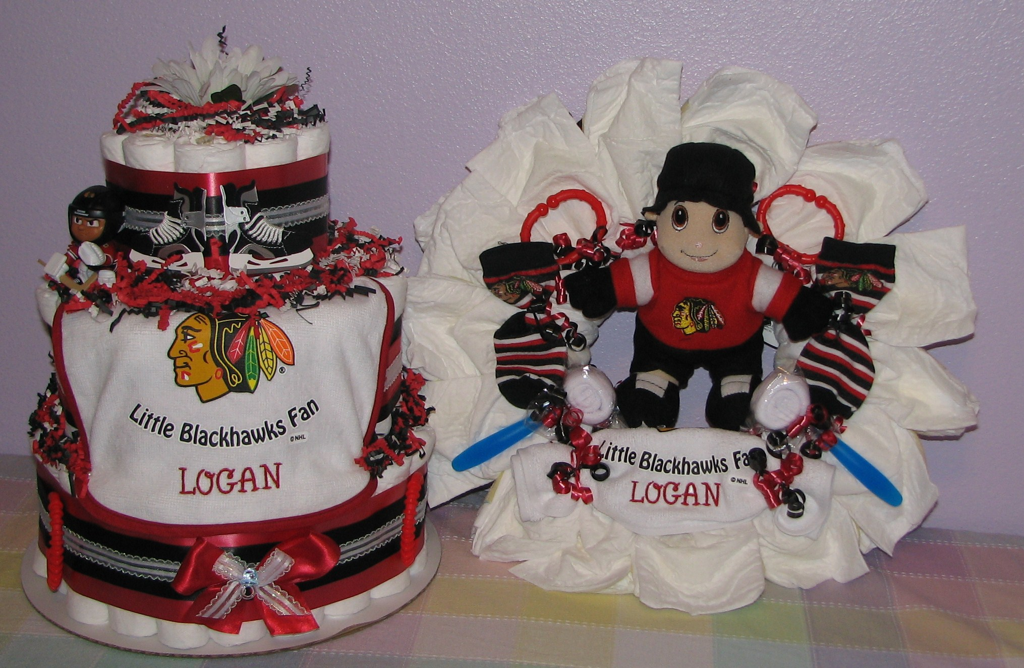 Blackhawks-Baby-Gifts.JPG - Chicago Blackhawks Diaper Cake & Diaper Wreath