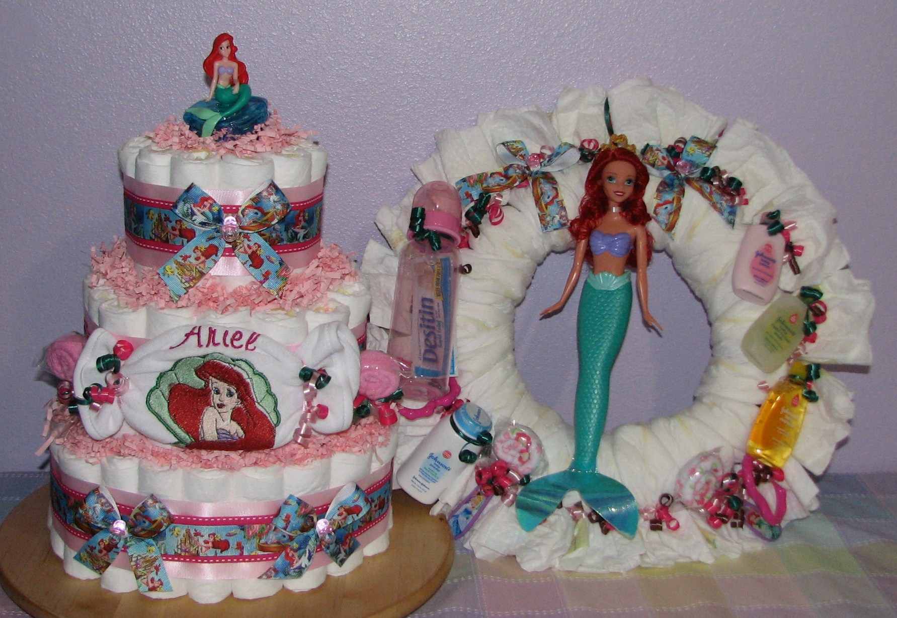 little-mermaid-diaper-gifts.JPG - Little Mermaid Diaper Cake and Wreath